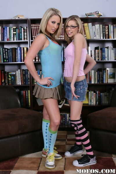 Two young lesbians in knee..